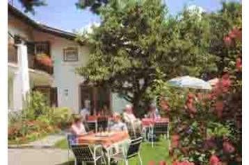 Pension 13522 Tisens: pension in Tisens - Pensionhotel - Guesthouses