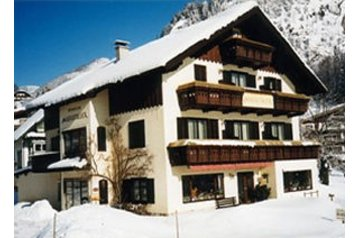 Pension 16799 Sankt Gilgen: pension in Sankt Gilgen - Pensionhotel - Guesthouses