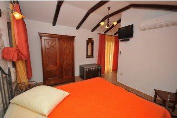 Hotel *** 18140