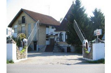 Hotel 21175 Feketić