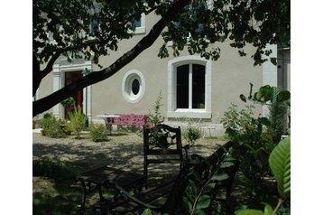 Francja Hotel Savigné-sur-Lathan, Zewnątrz