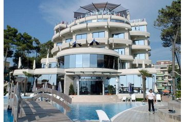 Albania Hotel Golem, Exterior