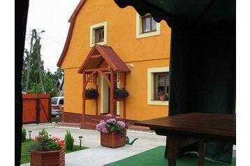 Polska Chata Mikołajki, Zewnątrz