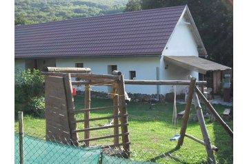 Slovensko Chata Červeňany, Exteriér