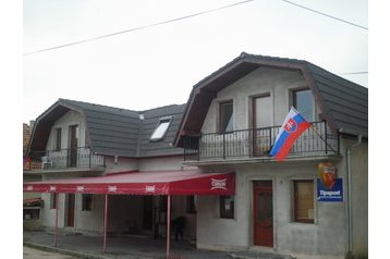 Slovensko Privát Čachtice, Exteriér