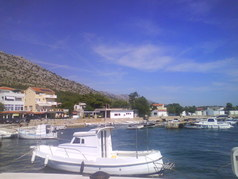 pohľad na prístav lodiek